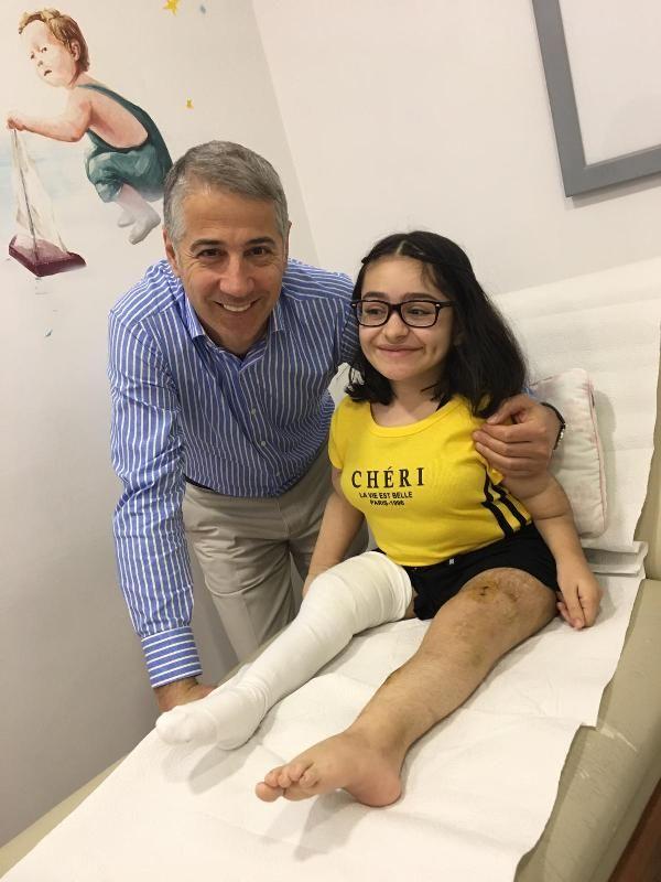 Cam kemik hastası Nisa, ayağa kalkmanın sevincini yaşıyor