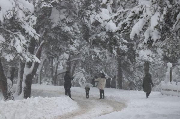 Abant'ta kar kalınlığı 1 metreyi buldu -4