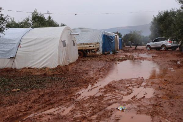 İdlib'den Türkiye sınırına göç edenlerin sayısı 380 bine ulaştı -4