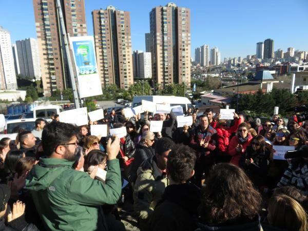 Doğa Koleji önünde velilerden öğretmenler için eylem -3