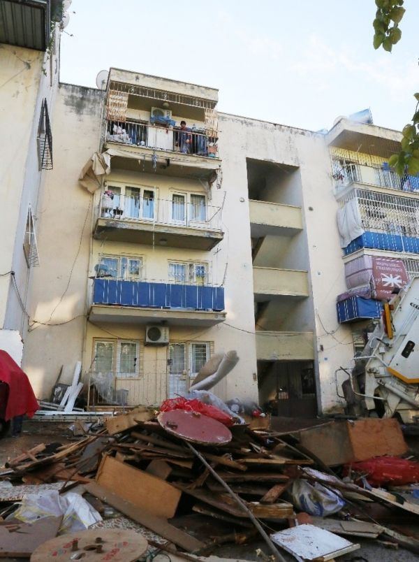 Mersin'de bir evden 10 ton çöp çıktı -4