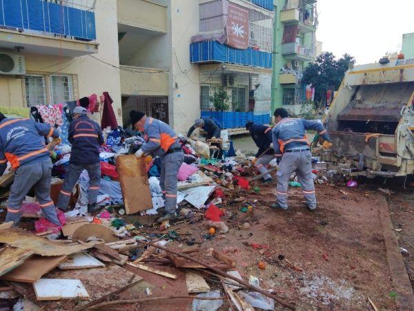 Mersin'de bir evden 10 ton çöp çıktı -3