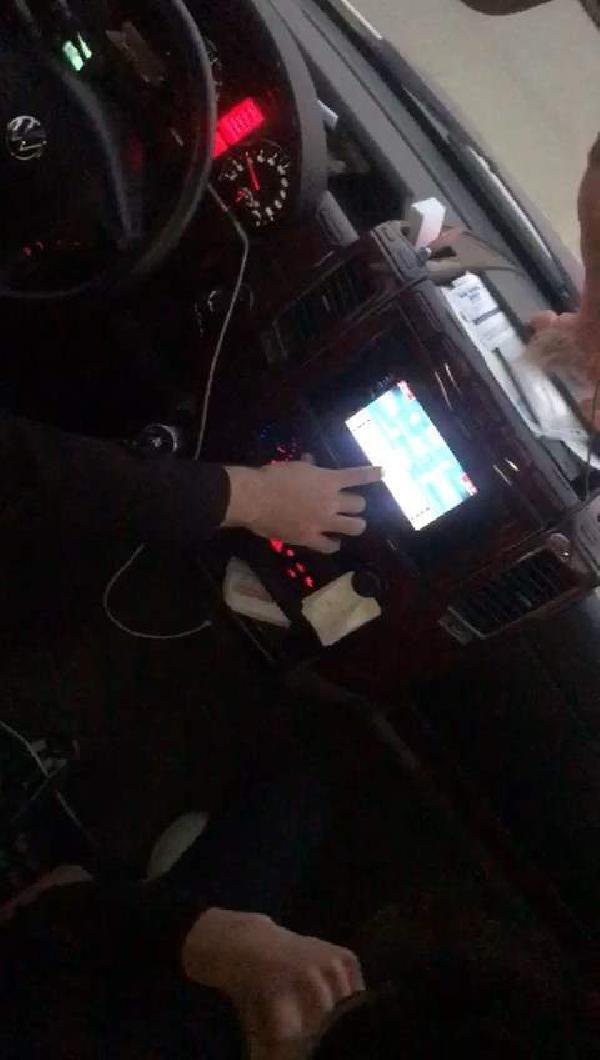 Yolcu minibüsünü kullanırken, araç içi ekrandan okey oynadı -2