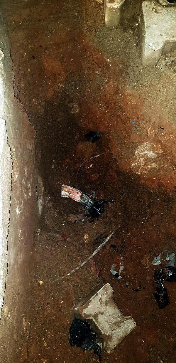 Elektrik kesintisini araştırılırken, yer altında çekilen kaçak hat buldular -3