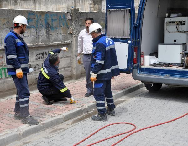 Elektrik kesintisini araştırılırken, yer altında çekilen kaçak hat buldular -1