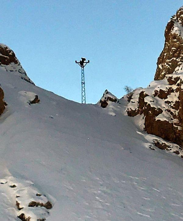 Dicle Elektrik ekibi azmetti, kar yığınları arasında arızayı onardı -4