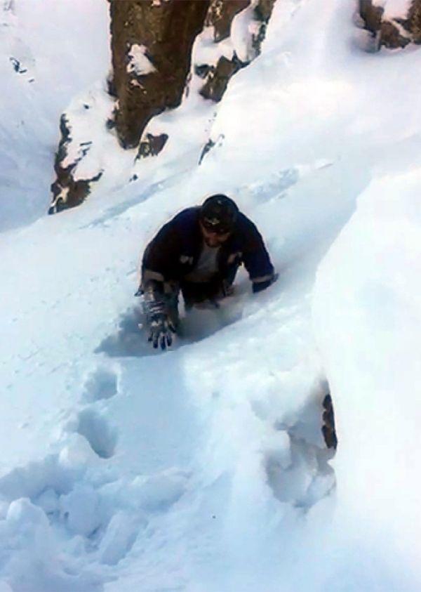 Dicle Elektrik ekibi azmetti, kar yığınları arasında arızayı onardı -3