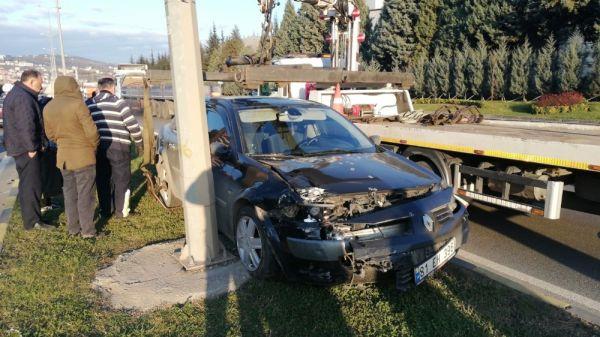 Otomobile çarpıp refüje çıktı: 1 yaralı -1