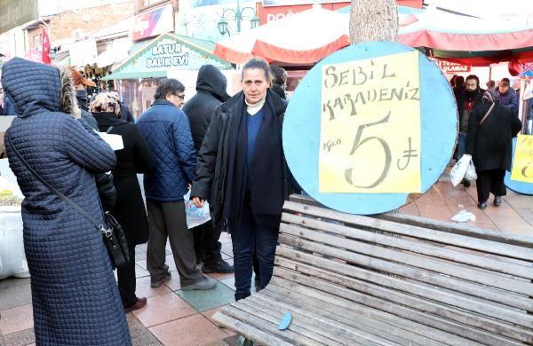 Eskişehir'de hamsinin kilosu 5 TL'ye düşünce, balıkçılarda uzun kuyruklar oluştu -7