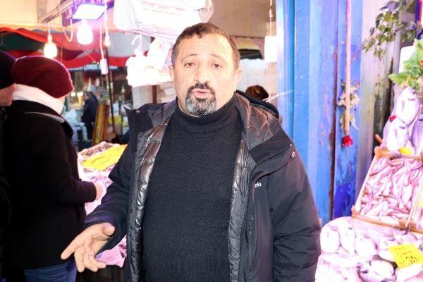 Eskişehir'de hamsinin kilosu 5 TL'ye düşünce, balıkçılarda uzun kuyruklar oluştu -8