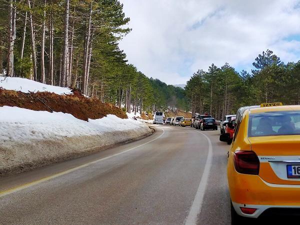 Uludağ'da sömestir yoğunluğu; 6 kilometrelik araç kuyruğu oluştu -2