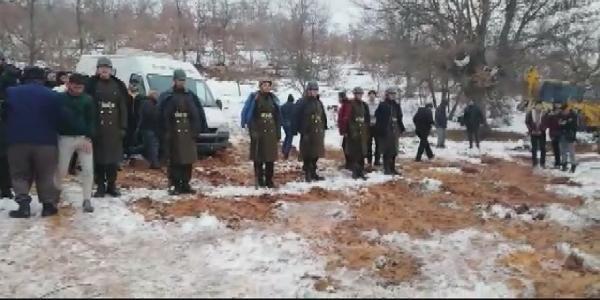 Şehit cenazesinde tören mangasındaki askerlere montlarını giydirdiler -5