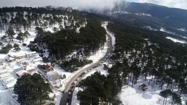Uludağ'da sömestir yoğunluğu; 6 kilometrelik araç kuyruğu oluştu -1