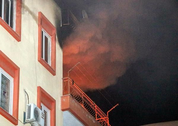 Devrilen elektrikli ısıtıcıdan çıkan yangında ev küle döndü -1
