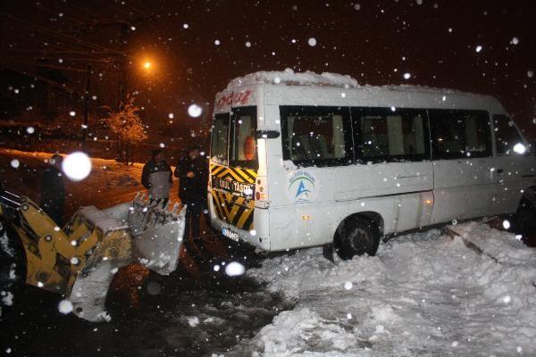 Seyir halindeki minibüsün sürücüsü kalp krizi geçirip öldü -6