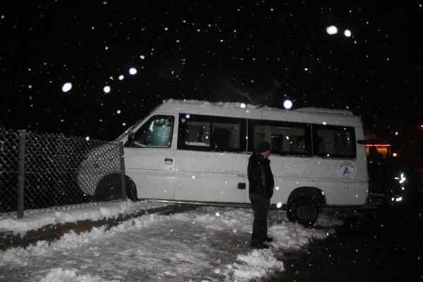 Seyir halindeki minibüsün sürücüsü kalp krizi geçirip öldü -1