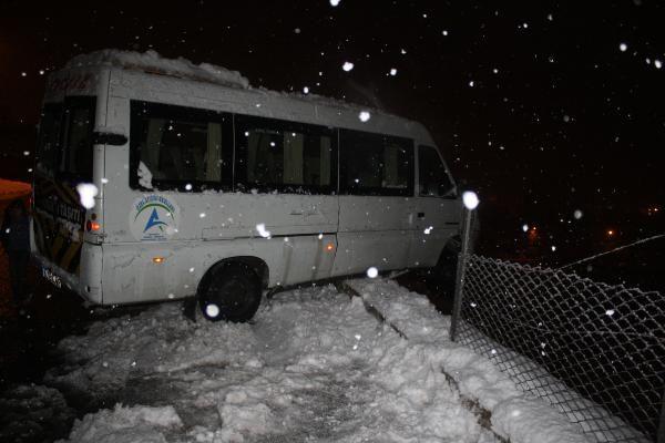 Seyir halindeki minibüsün sürücüsü kalp krizi geçirip öldü -2