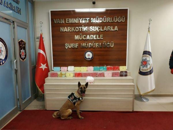 Saklama kaplarından 1,5 milyon TL'lik uyuşturucu çıktı -1
