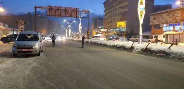 Yüksekova'da soğuk hava hayatı olumsuz Eietkiliyor -5