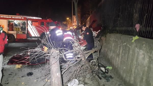 Maslak'ta takla atan otomobil hurdaya döndü: 1'i ağır, 3 yaralı -3