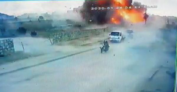 Azez'de PKK/YPG'literöristlerdenbomba yüklü kamyonetle saldırı:7 ölü -2