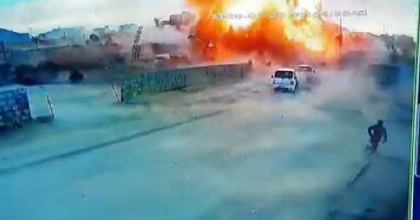 Azez'de PKK/YPG'literöristlerdenbomba yüklü kamyonetle saldırı:7 ölü -1