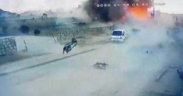Azez'de PKK/YPG'literöristlerdenbomba yüklü kamyonetle saldırı:7 ölü -3