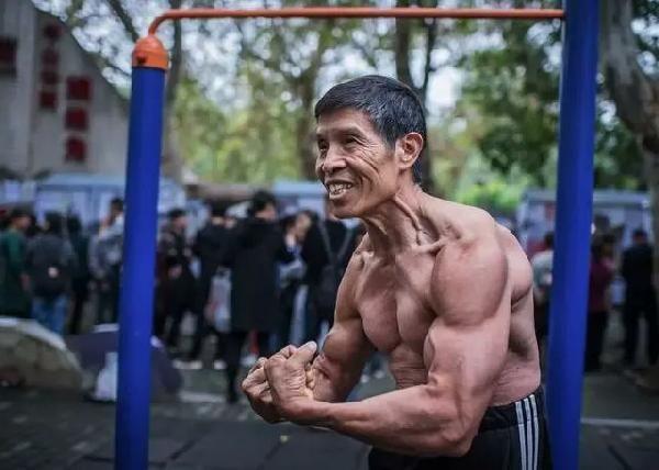 Maske takmayı reddeden vücut geliştirme şampiyonu öldü