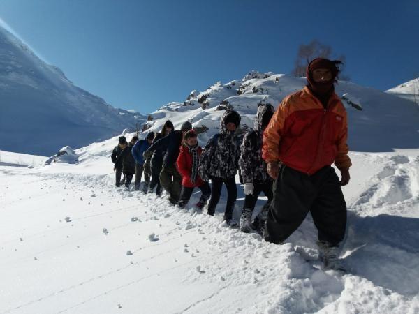 Öğrenciler, okula gitmek için çıktıkları zorlu yolculuklarını görüntüledi -7