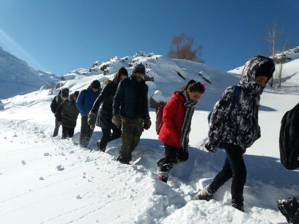Öğrenciler, okula gitmek için çıktıkları zorlu yolculuklarını görüntüledi -10