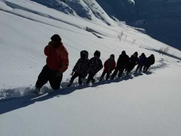 Öğrenciler, okula gitmek için çıktıkları zorlu yolculuklarını görüntüledi -3