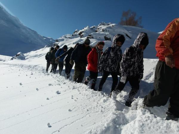 Öğrenciler, okula gitmek için çıktıkları zorlu yolculuklarını görüntüledi -9