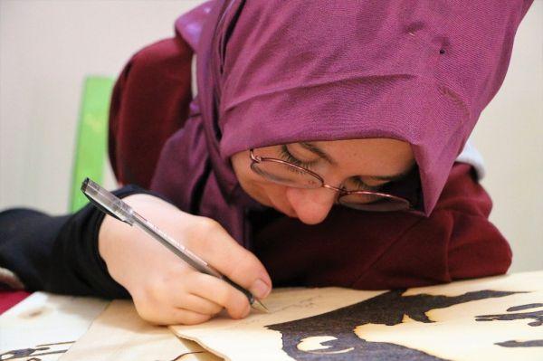 Ayağıyla yaptığı sanatını dünya çapında ilerletmek istiyor -7