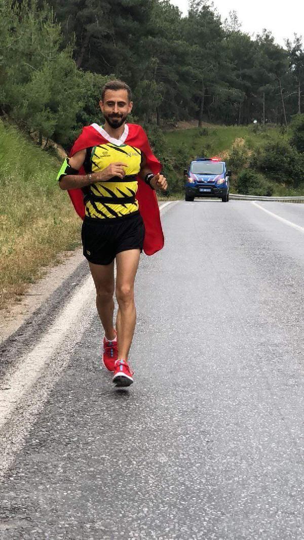 Türk bayrağını yırtan Yunan vekile tepki için 500 kilometre koşacak -2