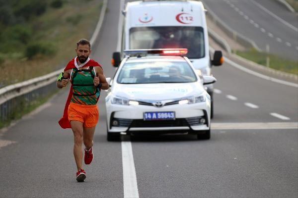Türk bayrağını yırtan Yunan vekile tepki için 500 kilometre koşacak -1