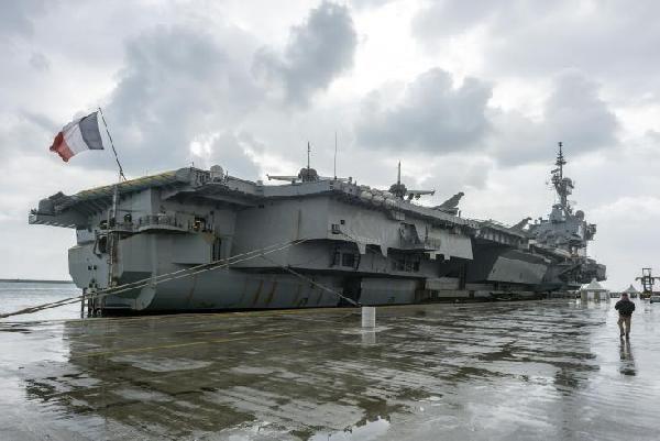 Rumlarda Fransız gemisi ve ABD üssü sevinci
