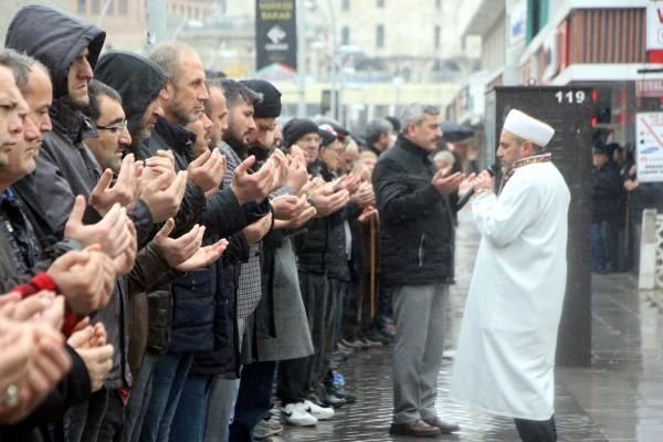 Bolu'da İdlib şehitleri için gıyabi cenaze namazı -3