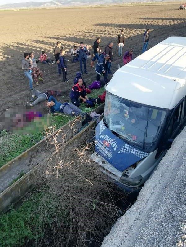 Tarım işçilerinin taşındığı minibüs şarampole yuvarlandı:3 ölü, 14 yaralı -2