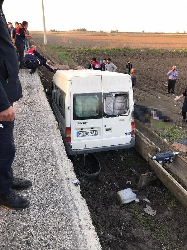 Tarım işçilerinin taşındığı minibüs şarampole yuvarlandı:3 ölü, 14 yaralı -1