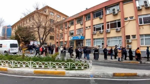 Bakırköy'de koronavirüs testine geldiler, mesafe kuralına uymadılar -2