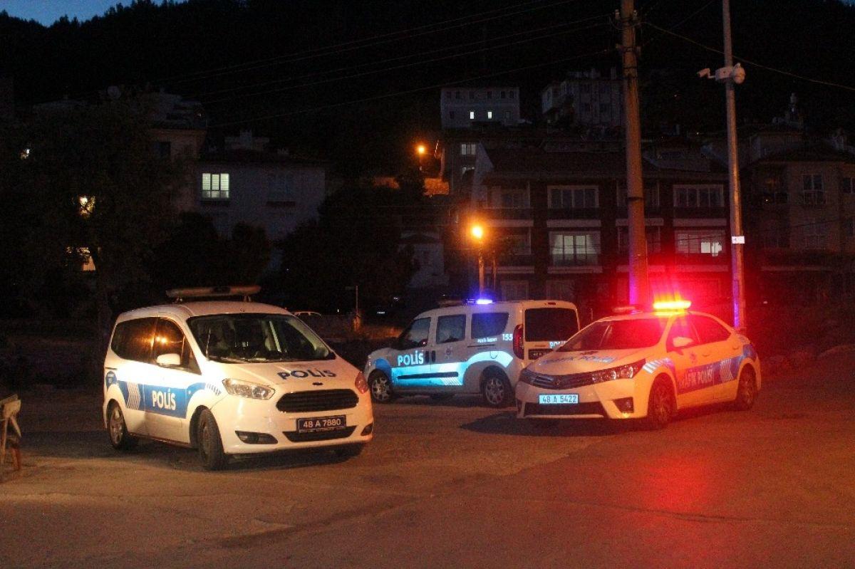 Dur ihtarına uymadı, evine kaçıp balkondan polisle tartıştı -3
