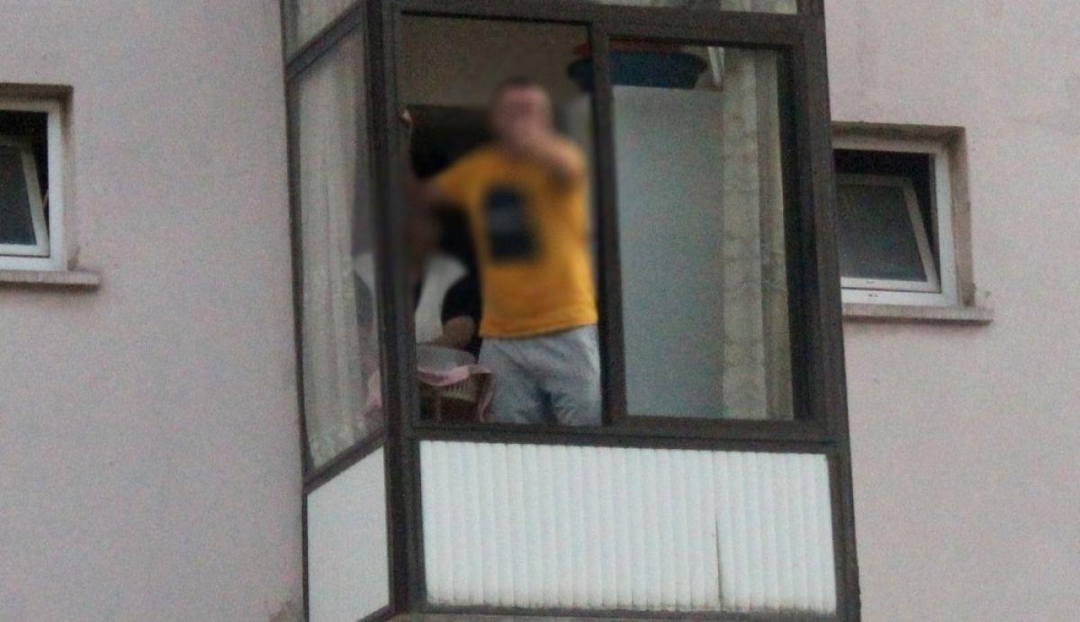 Dur ihtarına uymadı, evine kaçıp balkondan polisle tartıştı -1