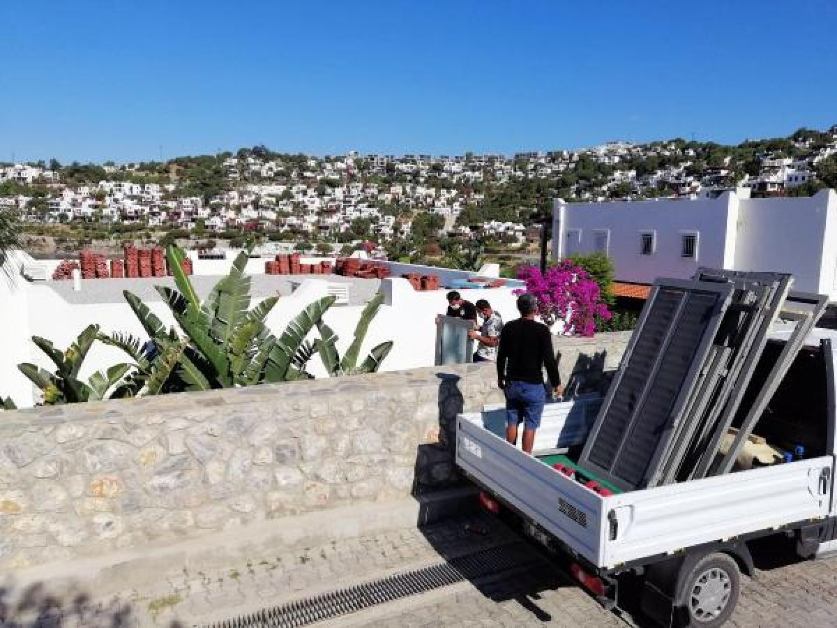 Özdil'in villasındaki kaçak eklentiler yıkılıyor -1