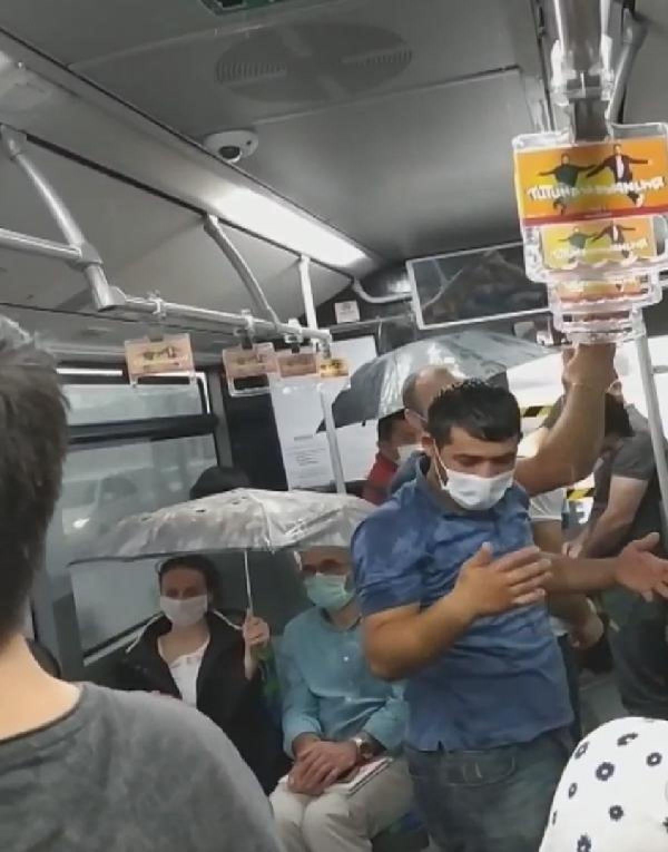 Metrobüs içinde tavandan akan sudan şemsiyeyle korundular -1