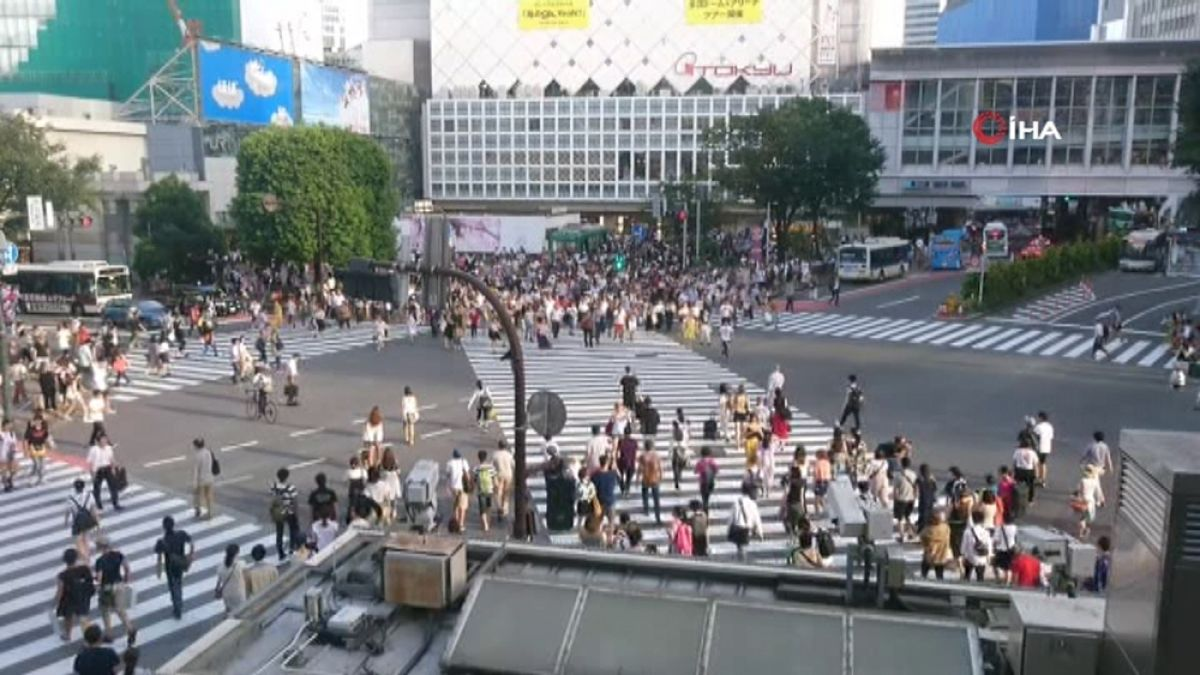 Japonya'daki şehirde telefona bakarak yürümek artık yasak #2