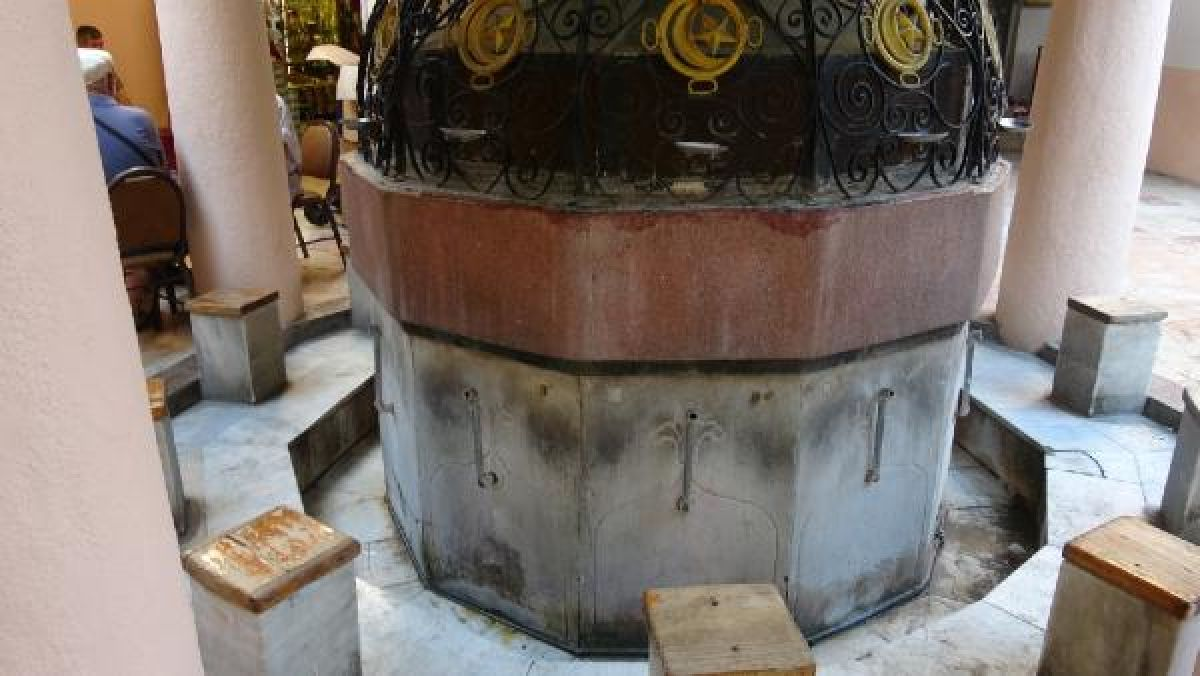 Kemeraltı Çarşısı'nda tarihi caminin muslukları çalındı #5