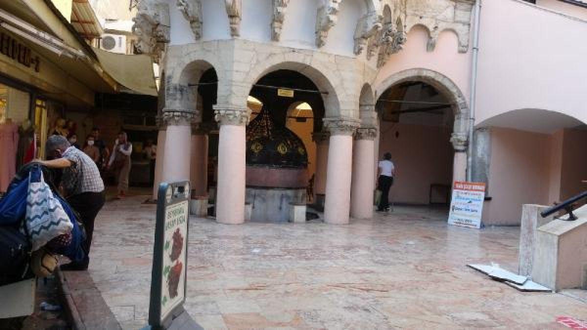 Kemeraltı Çarşısı'nda tarihi caminin muslukları çalındı #6