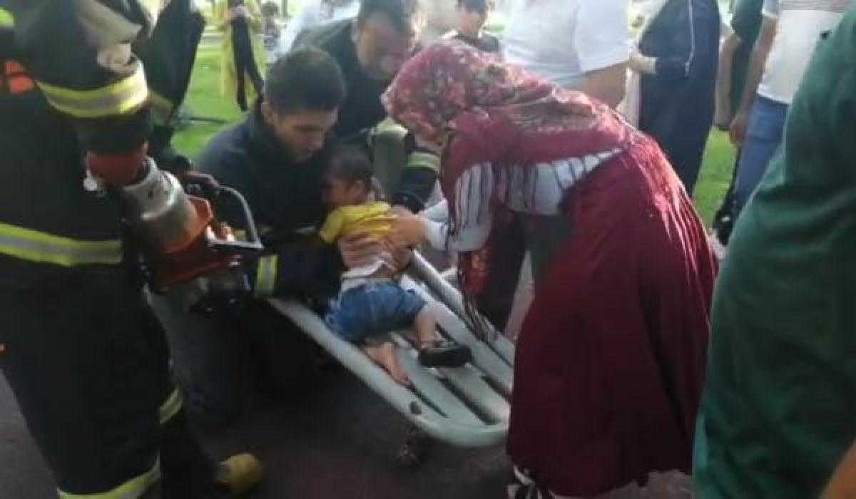 Aksaray'da ayağı sıkışan çocuğu itfaiye kurtardı #2