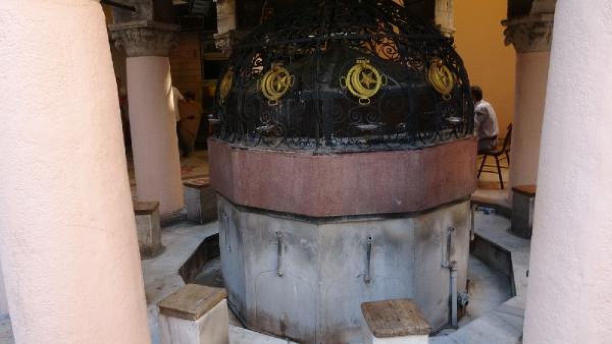 Kemeraltı Çarşısı'nda tarihi caminin muslukları çalındı #4