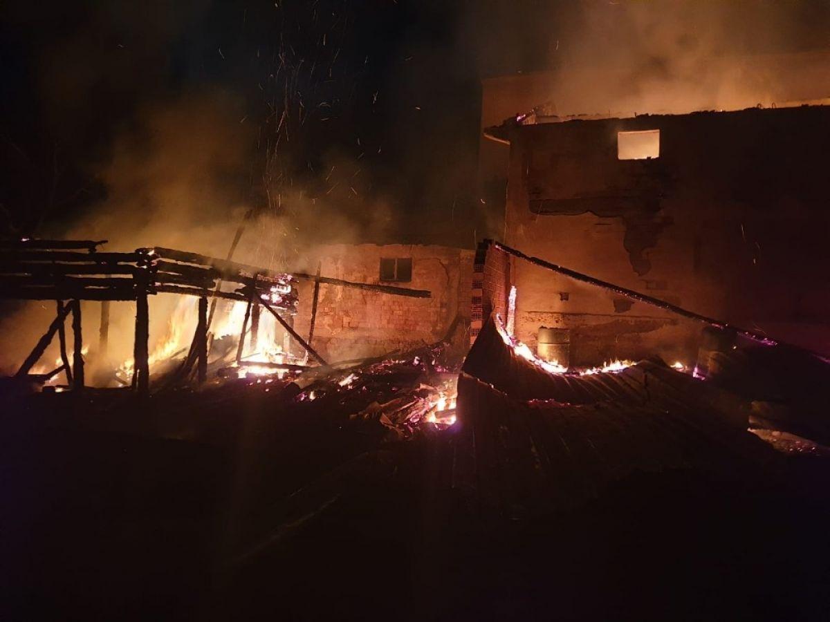Kastamonu'da 8 yıl sonra, yine evini yangında kaybetti #6